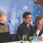 Patricia Linares, presidenta de la JEP; Jesús Bobadilla y Caterina Heyck, magistrados de la Sección de Revisión