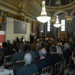 Al iniciar su visita de trabajo en Londres, el Presidente Iván Duque intervino en el Canning Lecture, donde subrayó que para construir una paz duradera en el país, es necesario acabar con los cultivos de coca.