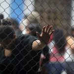 Un grupo de migrantes venezolanos esperaba en un punto de control migratorio en la frontera entre Ecuador y Perú, el 14 de junio de 2019. Martín MejíaAssociated Press