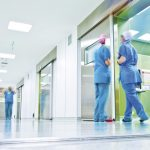 Pasillo-UCI-quirofanos-enfermeras-movimiento