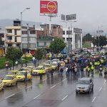 Durante el paro de transportadores se han presentado actos vandálicos. Varias personas estaban pinchando los vehículos que llegan a la autopista Norte.