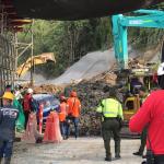 Emergencia por desprendimiento de una ladera en el sector del intercambiador vial de la Carola 2019-11-08 19.41.21 (1)