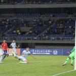 Nicolás Capaldo enganchó y sacó un excelente remate para vencer la resistencia del portero Gabriel Carabali  para poner el marcador 1-0 a favor de Argentina