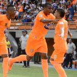 Jeisson Guzmán (10 en la pantaloneta celebra el gol con Luis Tipton y Jean Luca Rivera.