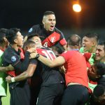 Peru celebra gol ante Paraguay