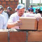 Enviados de la ONU,UE y el Presidente Duque ponen ladrillos en el Centro de Transformación del Cacao, en El Paujil, Caquetá.
