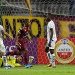 Jaminton Campaz celebra gol del Tolima ante el Macará