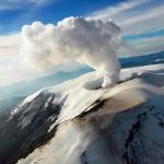 Emisión de cenizas en el Nevado del Ruiz