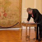 El Presidente Duque firmó este lunes en la Casa de Nariño el decreto reglamentario que permite a las autoridades combatir el microtráfico de drogas en espacios públicos.