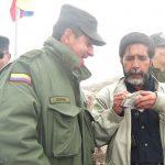 En la gráfica aparece el reportero Winston Cabrera con el excomandante de la Policía de Caldas, John Ospina