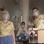 La Federación Colombiana de Fútbol y Adidas donan 1.000 pares de tenis a personal médico que atiende la emergencia19052020 (3)