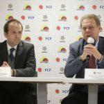 Ministro del deportes, Erenesto Lucena, junto al presidente de la Federación Colombiana de Fútbol, Ramón Jesurun