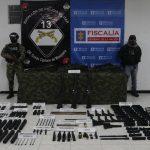 14 fusiles y 3 lanzagranadas hacían parte del material que iba a ser entregado a los grupos armados organizados en diferentes regiones del país, y que fue incautado por  @Ejercito_Div5  con  @FiscaliaCol , en una operación de inteligencia en Bogotá.