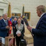 El presidente de Estados Unidos, Donald Trump (d), se reunió con su homólogo mexicano, Andrés Manuel López Obrador (izq) en la Casa Blanca, en Washington, Fotos Presidencia de México