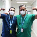 Freddy y Camilo Rodríguez ,padre hijo el uno Enfermero y el otro médico, En el Hospital de Kennedy de Bogota Foto Secretaría de Salud