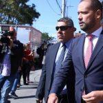 Abogado Diego Cadena llegando a los Juzgados de paloquemao