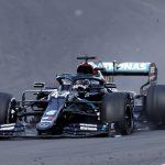 El piloto de Mercedes Lewis Hamilton durante una vuelta durante el GP británico. REUTERS/Andrew Boyers