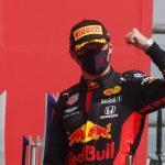 Max Verstappen, de Red Bull, celebra su victoria en el podio después de la carrera en Gran Premio Británico REUTERS/Frank Augstein