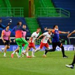 Los jugadores y cuerpo técnico del RB Leipzig celebran tras derrotar 2-1 al Atlético de Madrid en los cuartos de final de la Liga de Campeones, en el Estadio José Alvalade, Lisboa, Portugal - Lluis Gene/ REUTERS
