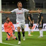 El holandés Luuk de Jong celebra el gol del triunfo 2-1 del Sevilla ante el United por las semifinales de la Europa League. Colonia, Alemania. Ina Fassbender/Pool via REUTERS