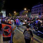 Los hinchas de Paris St Germain celebran después de su partido de semifinales de la Liga de Campeones contra el RB Leipzig - París, Francia REUTERS/Charles Platiau