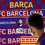 Bufandas del Barcelona y de Lionel Messi en el Camp Nou-REUTERS/Nacho Doce