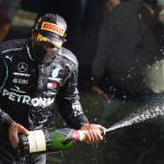 El piloto de Mercedes Lewis Hamilton cruzando la meta para ganar el Gran Premio de Bélgica. REUTERS/John Thys