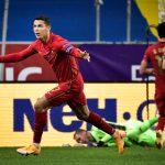 Cristiano Ronaldo celebra tras anotar su gol número 100 con Portugal en un partido ante Suecia por la Nations League. TT News Agency/Janerik Henriksson via REUTERS