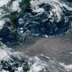 Nube de polvo del Sahara sobre el Océano Atlántico. (NOAA - HANDOUT AGENCIA ANADOLU)