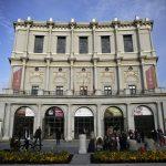 Vista general muestra el Teatro Real (Teatro Real), importante teatro de ópera, en la Plaza de Oriente (Plaza de Oriente) en Madrid, España. REUTERS / Andrea Comas