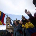 Estudiantes y trabajadores participan en una jornada de protesta contra la política económica y social del Gobierno colombiano y contra la violencia policial en la Plaza de Bolívar de Bogotá, Colombia, 21 de septiembre, 2020. REUTERS/Luisa González