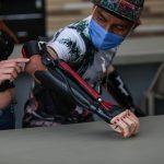 A través de la tecnología de impresión 3D, pueden producir prótesis personalizadas para jóvenes con discapacidad, brindándole nuevas oportunidades.