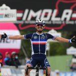 El ciclista francés Julian Alaphilippe gana el Mundial de Ciclismo en carretera en el Autódromo Enzo e Dino Ferrari, Imola, Italia.REUTERS/Jennifer Lorenzini