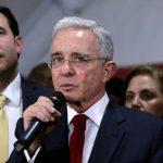 Expresidente Álvaro Uribe durante una conferencia de prensa tras una audiencia privada en la Corte Suprema, REUTERS/Luisa Gonzalez/