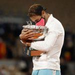 El español Rafael Nadal con el trofeo después de ganar la final del Abierto de Francia contra el serbio Novak Djokovic. REUTERSChristian Hartmann
