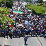 """Indígenas colombianos participan en una protesta para pedir al gobierno colombiano seguridad en sus territorios, fin de masacres y asesinatos de líderes sociales, durante un encuentro indígena denominado """"Minga"""" en Cali, REUTERS/Lina Gasca"""