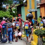 Migrantes venezolanos caminan hacia la frontera con Colombia, en medio del brote de coronavirus, en San Cristóbal, Venezuela. REUTERS/Carlos Eduardo Ramírez
