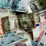 Billetes de diferentes REUTERS/Kai Pfaffenbach
