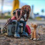 El artista plástico y animador colombiano Edgar Álvarez se dedica a reflejar a través de la plastilina fenómenos sociales como la crisis migratoria venezolana, el estilo de vida de las personas sin hogar y la pandemia de la COVID-19,