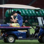 Stefan Medina lesionado en el  partido entre selecciones de Chile y Colombia por las eliminatorias de la Conmebol. Pool via REUTERS/Claudio Reyes