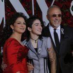 La cantante Gloria Estefan, Emily Estefan y Emilio Estefan REUTERS/Andrew Kelly