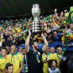 Foto de archivo ilustrativa de los futbolistas de Brasil scelebrando con su público la obtención de la Copa América 2019 en el estadio Maracaná.  Jul 7, 2019     REUTERS/Ricardo Moraes