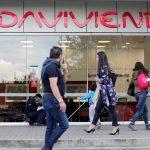 El logo del Banco Davivienda en una de sus oficinas en Bogotá. REUTERS/Luisa González