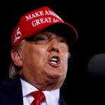 El presidente de Estados Unidos, Donald Trump, se dirige a sus partidarios en un mitin de campaña en Opa-Locka, Florida. Noviembre 2, 2020. REUTERS/Carlos Barria