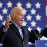 El candidato presidencial demócrata y ex vicepresidente Joe Biden habla en un evento en Cleveland, Ohio, Estados Unidos. 2 de noviembre de 2020. REUTERS/Kevin Lamarque
