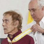 Embajador de España en Colombia Pablo Gómez de Olea impuso Encomienda de la Orden de Isabel La Católica a Artista hombre pintor colombiano David Manzur