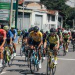 ColombiaTierra DeAtletas-GWBicicletas, trabaja arduamente para mantener la camiseta naranja de líder con Diego Camargo en la octava etapa de la Vuelta a Colombia