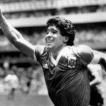 Diego Maradona celebrando tras marcar el gol del triunfo ante Inglaterra por los cuartos de final del Mundial de 1986.  REUTERS/Ted Blackbrow