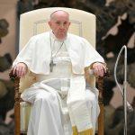 El papa Francisco asistiendo a una audiencia general semanal en el Aula Pablo VI en El Vaticano. Vatican Media/Handout via REUTERS/Archivo