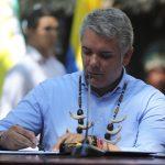 El presidente de Colombia, Iván Duque, firma un acuerdo durante la Cumbre Presidencial por la Amazonía, en Leticia, REUTERS/Luisa González